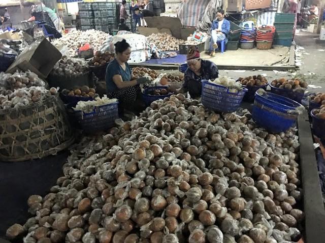 Hình ảnh cam sành Hà Giang được bọc túi nilon cùng chất bảo quản độc hại được lan truyền trên mạng xã hội