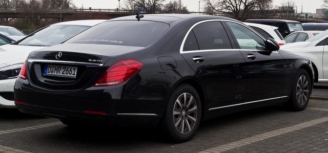 S-class thế hệ mới sử dụng động cơ BlueTec cũng bị liên quan đến cáo buộc tại Mỹ.