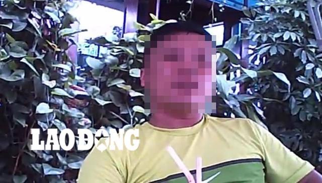 Hùng, một dân buôn iPhone lậu từ chợ Vinh Cơ