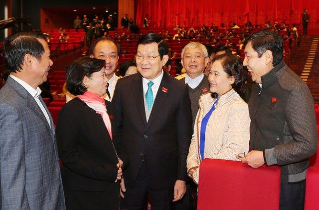 Đồng chí Trương Tấn Sang - ủy viên Bộ Chính trị, chủ tịch nước - với các đại biểu - Ảnh: TTXVN