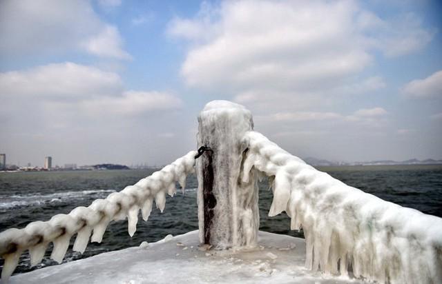 Thành phố Yên Đài, tỉnh Sơn Đông, miền đông Trung Quốc, chìm trong thời tiết lạnh giá - Ảnh: Xinhua