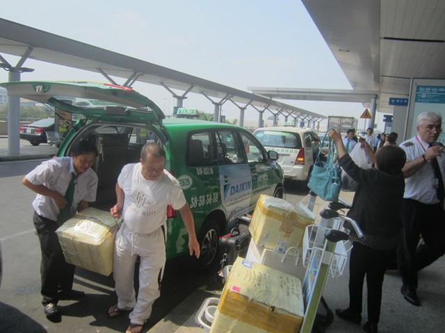 Các hãng taxi ở TPHCM đồng loạt giảm giá cước từ 500 - 600 đồng/km