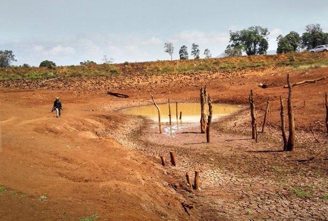 Hồ Ea Blong 1, xã Ea Sol, huyện Ea HLeo, Đắk Lắk đã cạn khô - Ảnh: Ngô Minh Tường