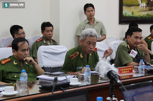 Thiếu tướng Phan Anh Minh trả lời buổi họp báo sáng 21/4.