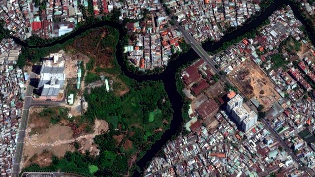 Một đoạn rạch Xuyên Tâm nhìn từ trên cao. Ảnh: Google Maps
