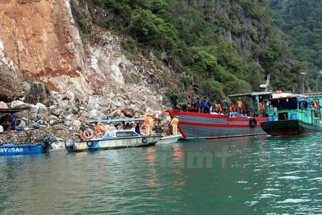 Hiện trường vụ sạt lở núi đá ở Quảng Ninh. (Ảnh: Nguyễn Hoàng/Vietnam+)