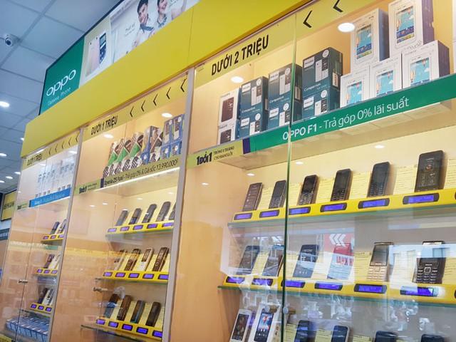 Tại Thế Giới Di Động, các sản phẩm được sắp xếp theo mức giá bán. Ảnh: Phan Minh.
