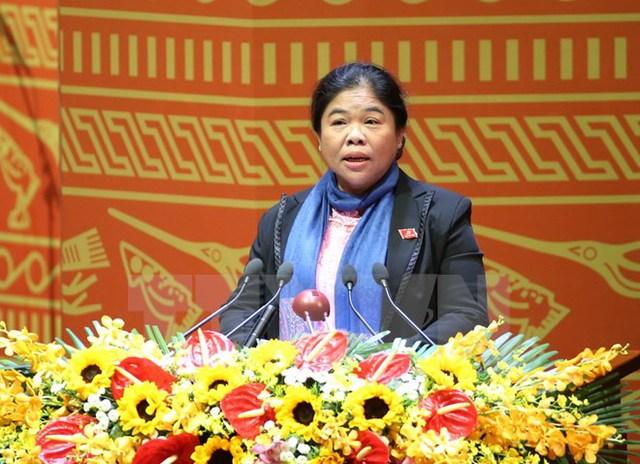 Đồng chí Sơn Thị Ánh Hồng, Phó Bí thư Tỉnh ủy, Chủ tịch Hội đồng nhân dân tỉnh Trà Vinh trình bày tham luận. (Ảnh: TTXVN)