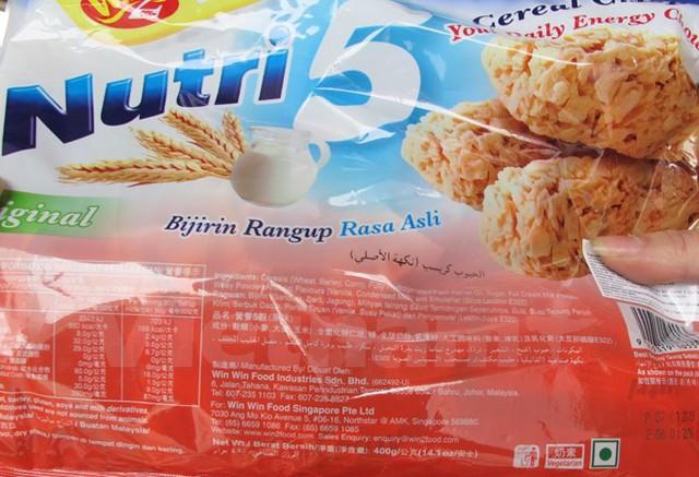 Bánh Nutri 5 nhập khẩu đã hết hạn sử dụng. (Ảnh: Đức Duy/Vietnam+)