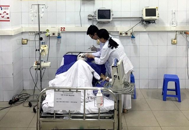 Sau khi nhận định, đánh giá bệnh nhân được chẩn đoán là bỏng nhiệt, trong đó có 5 công nhân bị bỏng nặng với diện tích từ 34-55%, độ I-II-III.