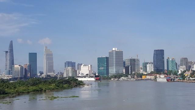 Khu trung tâm thành phố đang bị nén quá chặt bởi hàng loạt cao ốc, nhưng đường xá thì không được đầu tư mở rộng.