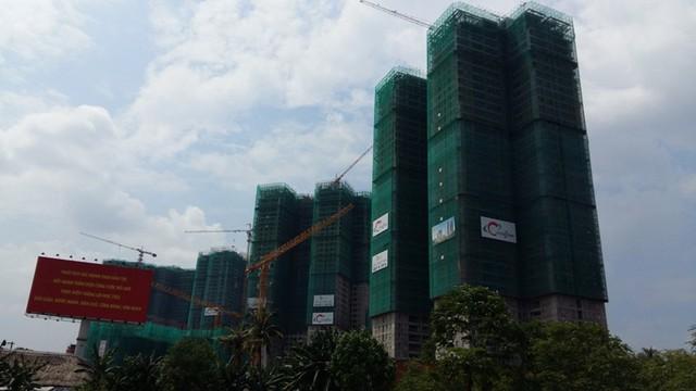 Xa lộ Hà Nội được mệnh danh là thiên đường của dự án BĐS vì đang có hàng chục dự án thi công ngày đêm, tạo áp lực khá lớn lên hệ thống hạ tầng giao thông.
