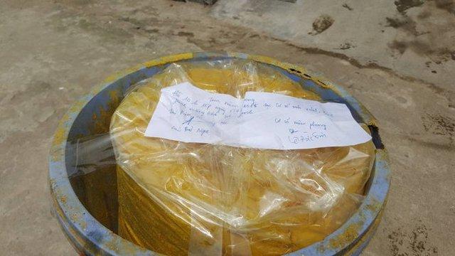 Bột màu vàng thu tại một cơ sở chế biến măng ở Vinh - Ảnh: H.Phong