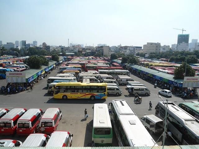 Các doanh nghiệp vận tải xe khách ở TPHCM cũng đồng loạt giảm giá cước theo giá xăng dầu