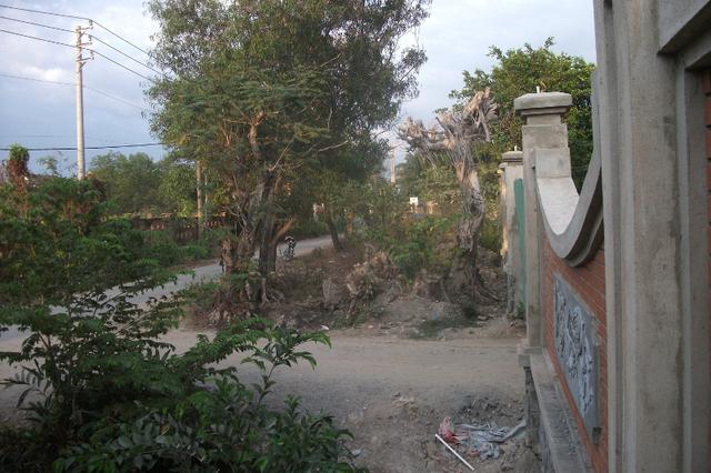 Đại diện chính quyền địa phương cho biết, họ đã yêu cầu Hoài Linh tạm ngừng công trình cho đến khi có giấy phép ở một số hạng mục.