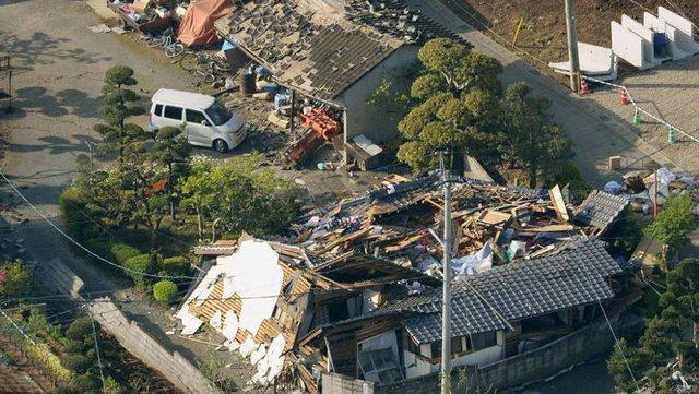 Cảnh đổ nát tại thị trấn Mashiki, tỉnh Kumamoto - Ảnh: Reuters