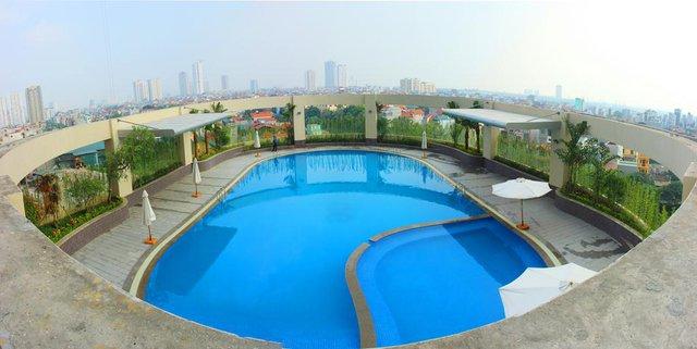 Khu chung cư này có bể bơi ngoài trời khá đẹp