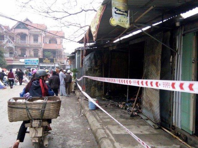 Hiện trường vụ cháy được phong tỏa để phục vụ công tác khám nghiệm, điều tra nguyên nhân vụ việc - Ảnh: Trần Dương