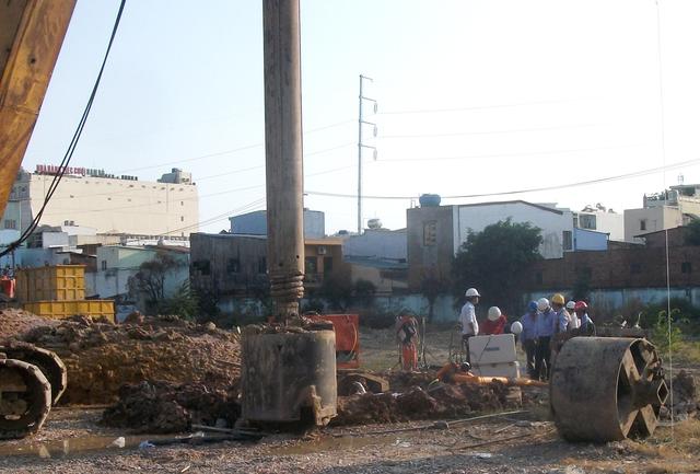 Cảnh khoan cọc, thăm dò địa chất bên trong dự án Centa Park