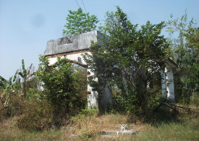 Ngoài những căn nhà bị đập bỏ dang dở, bên trong khu đất rộng hàng trăm ha chưa có hạng mục nào của Dự án Công viên Sài Gòn Safari được xây dựng.