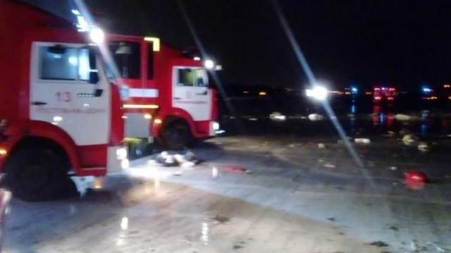 Các xe cứu hộ làm nhiệm vụ tại hiện trường vụ tai nạn - Ảnh: Bộ các tình huống khẩn cấp Nga