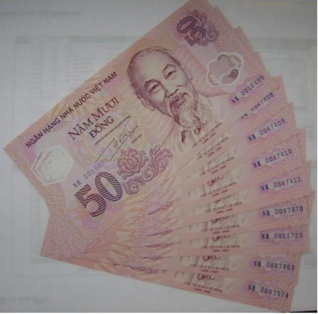 Tiền lưu niệm mệnh giá 50 đồng do NHNN phát hành trước đó.