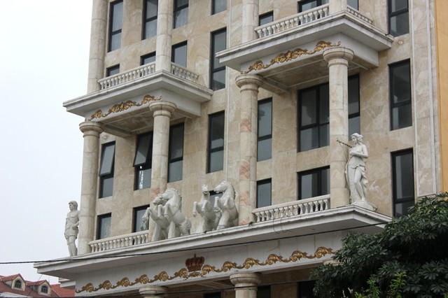 Biệt thự được thiết kế theo lối kiến trúc Hi Lạp cổ xưa.