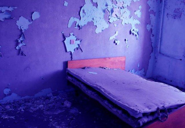 Cảnh hoang phế bên trong một căn phòng chung cư