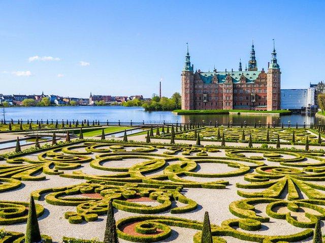 Lâu đài Frederiksborg ở Hillerod, Đan Mạch - Ảnh: Shutterstock.com