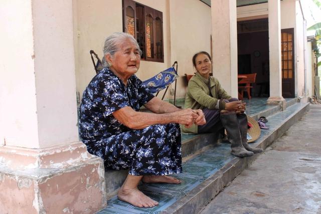 Đã hơn 82 tuổi nhưng mẹ Em vẫn rất minh mẫn và khỏe mạnh. Mẹ hiện đang sống cùng con trai và con dâu ở xã Tân Thông Hội.