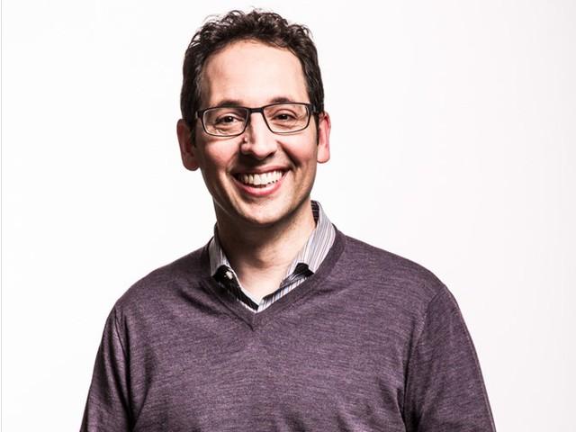 Giám đốc marketing cấp cao như Chris Capossela chính là người phụ trách hoạch định chiến lược để quảng bá và tiếp thị sản phẩm của Microsoft. Công việc này có thể đem về 195.882 USD hoặc tổng thu nhập 339.327 USD mỗi năm cho người phụ trách. Ảnh: Microsoft.