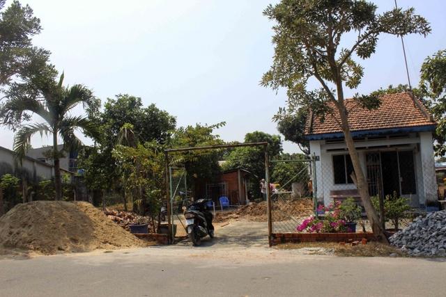 Tại nhà mẹ Oanh, căn nhà mới cũng đã bắt đầu thi công.