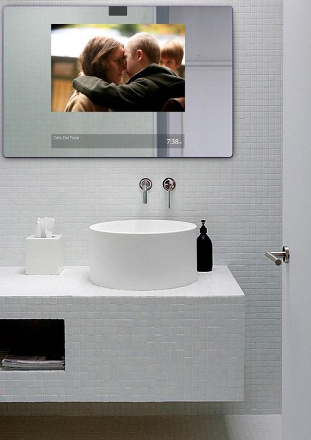 Gương soi kết hợp tiện ích truy cập internet, giúp chủ nhân đọc báo, nghe nhạc, xem phim,...
