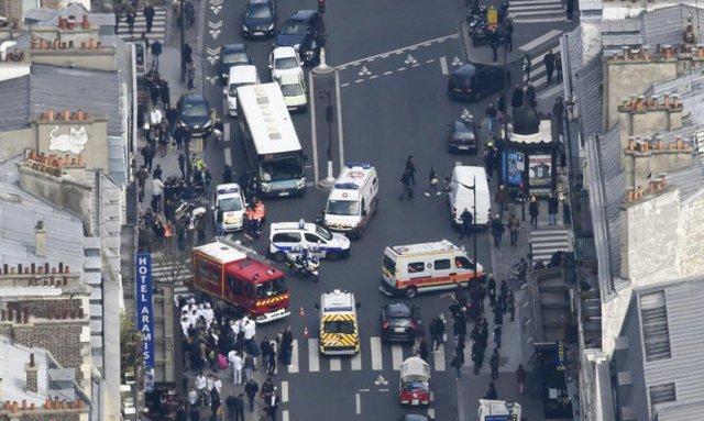 Xe cứu hỏa, cấp cứu tại hiện trường - Ảnh: Getty Images