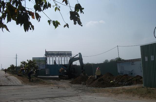 Một khu tái định cư trong tổ hợp rộng lớn tại Thủ Thiêm đang gấp rút thi công.