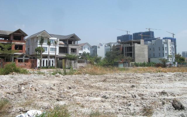 Tại quận 9 cũng trong tình trạng có nhiều dự án nhà ở xây xong không có người ở.