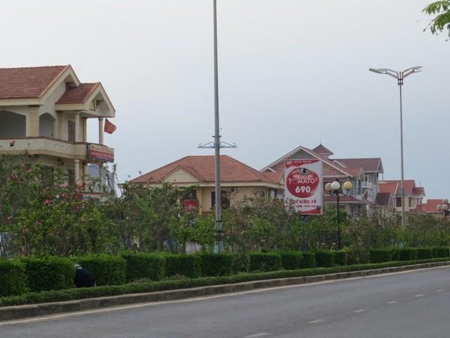 """Một đoạn """"dàn"""" biệt thự trên đường Hùng Vương (Tuy Hòa). H.P"""