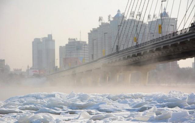 Băng phủ kín sông Tùng Hoa thành phố Cát Lâm, tỉnh Cát Lâm, đông bắc Trung Quốc - Ảnh: REX