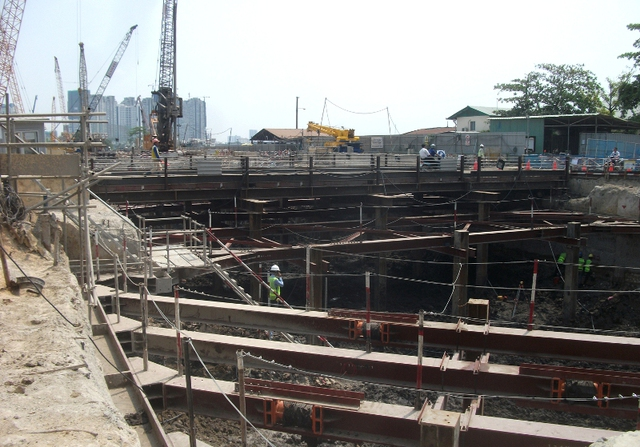 Theo Ban quản lý đường sắt đô thị, thi công các công trình ngầm là một vấn đề rất phức tạp và nhiều rủi ro, đặc biệt là đối với công trình ngầm đi qua khu vực có địa chất yếu như khu vực trung tâm TPHCM.