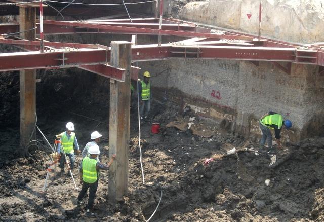 Việc thi công đoạn nối từ nhà ga Nhà hát TP đến nhà ga Ba Son dài 1,8km sẽ thi công bằng khiên đào (sử dụng máy TBM có đường kính 6,05m để khoan ngầm trong lòng đất).