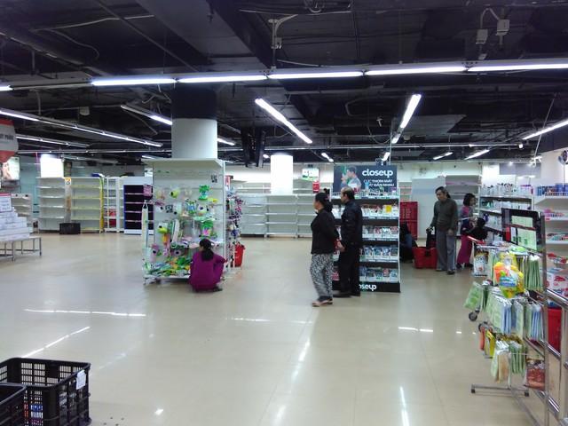 Nhiều gian hàng đã được thu dọn
