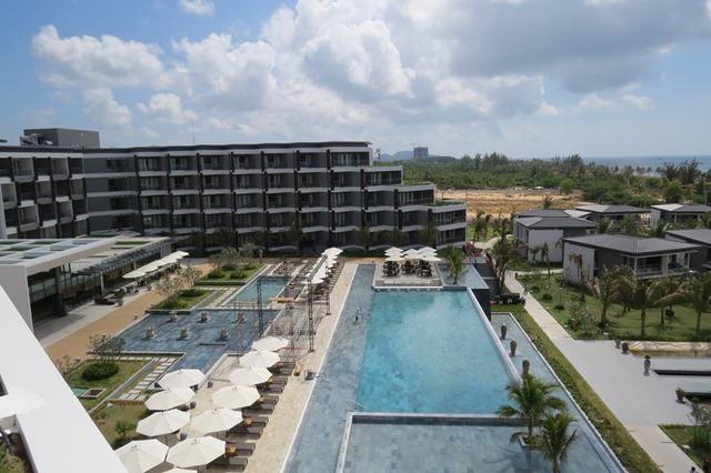 Ngoài ra, dự án còn có một hồ bơi khác nằm ở khu khối khách sạn 5 tầng