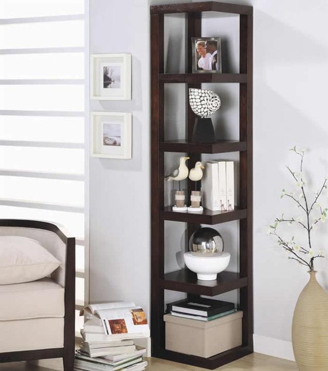Kệ đặt sát góc tường với các thiết kế tối giản hoàn toàn phù hợp với căn hộ hiện đại có diện tích nhỏ.