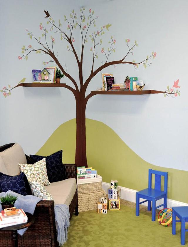 Với giá sách cây như trong góc phòng bé thế này chắc chắn sẽ khiến con bạn hứng thú hơn nhiều với việc đọc sách.