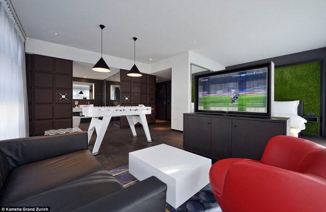 Căn phòng đặc biệt này được thiết kế theo chủ điểm thể thao được trang bị những đồ đạc hình bàn bóng hay găng tay của võ sĩ quyền anh.