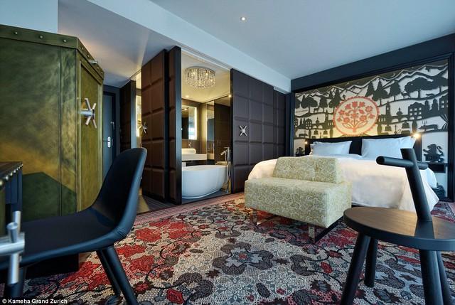 Căn phòng này được thiết kế theo phong cách của quán bar Toblerone nổi tiếng ở Thụy Sĩ.
