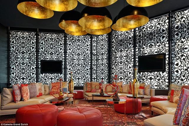 Khách sạn cũng dành một khu riêng biệt dành cho những người thích hút shisha.