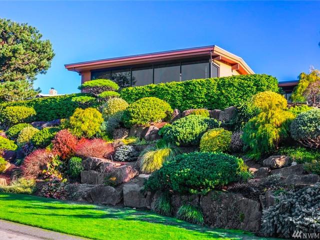 Ông chủ điều hành Microsoft Satya Nadella đã mua căn biệt thự này hồi tháng 8/2000 với giá 1,38 triệu USD.
