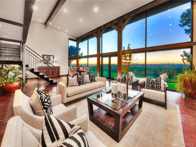 Ông chủ điều hành Microsoft Satya Nadella hiện đang rao bán căn nhà này với giá 3,49 triệu USD.