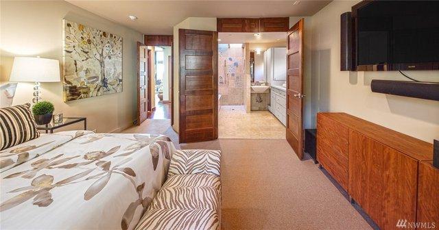 Còn đây là phòng ngủ và phòng tắm vô cùng rộng rãi và thoáng mát.